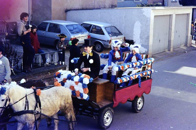 Fasching, fastnacht, Ford-Fiesta, fuhrwerk, karneval, Kostüm, mazda-323, Pferd, pferdefuhrwerk, Trier