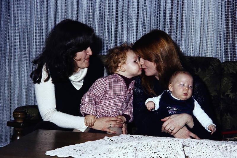 familie, Geschwister, kind, Kindheit, kuss, Mutter