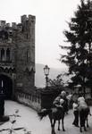 Reiter vor Schloss Stolzenfels