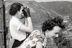 Zwei Frauen auf Burg Rheinfels