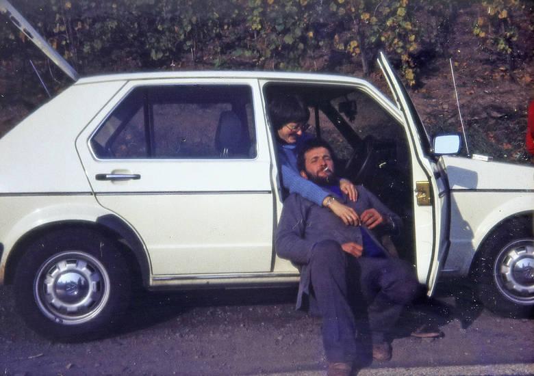 auto, Autotür, KFZ, PKW, rauchen, Raucher, VW Golf I, VW-Golf, zigarette