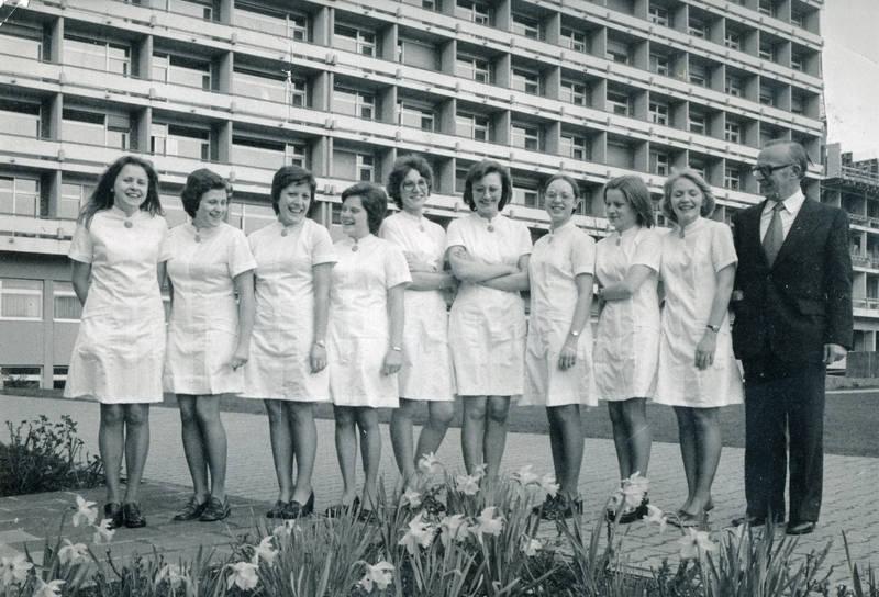 armbanduhr, Balkon, gruppe, Gruppenbild, kleid, krankenhaus, Pflegerinnen