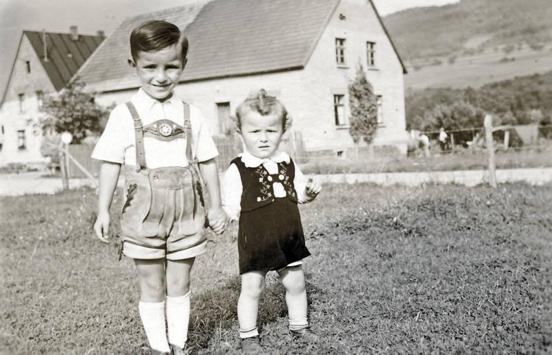 Geschwister, kind, Kindheit, kniebundlederhose, Kniestrumpf, lederhose