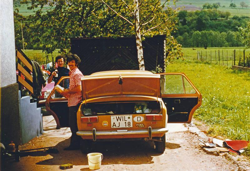 auto, autowäsche, FIAT 128, Frühjahrsputz, KFZ, PKW, Reinigung, schwamm