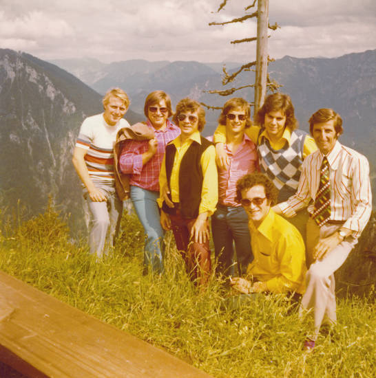 ausflug, Berg, Berglandschaft, bunt, ferien, freunde, Gruppenbild, kariert, mode, reise, urlaub, wandern