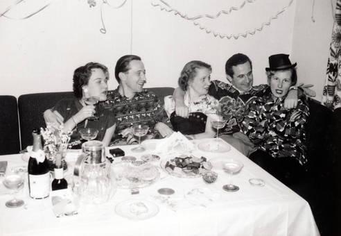 Silvesterfeier am Tisch