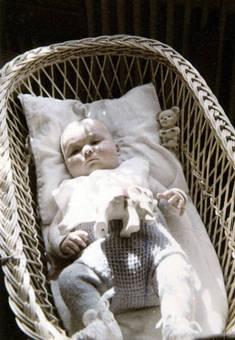 Baby im Korb