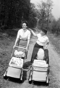 Zu zweit mit Kinderwagen