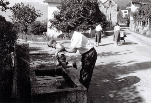 Am Trinkbrunnen