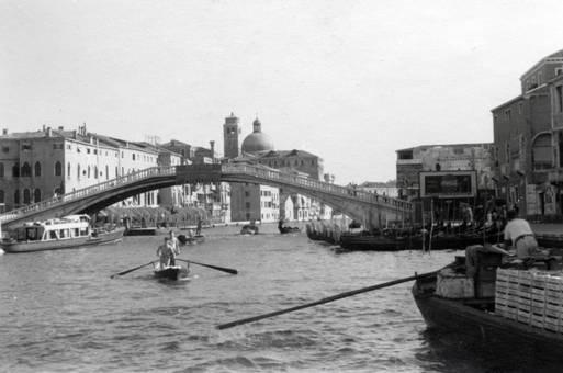 Gondeln im Kanal