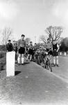 Hitlerjugend mit Fahrrädern