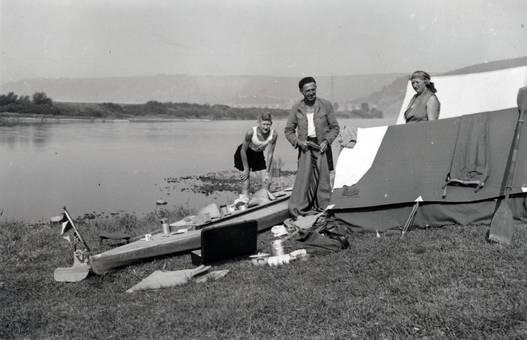Zelte am Wasser