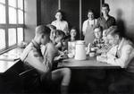 Hitlerjugend mit Kaffee