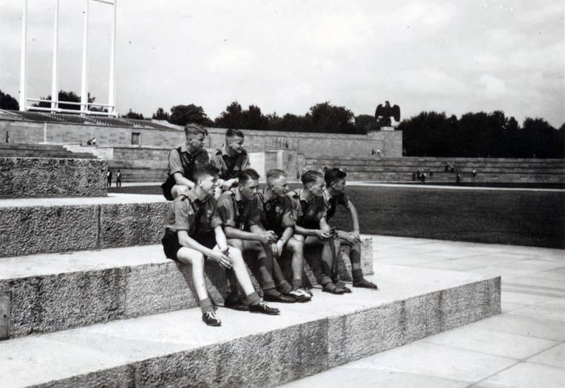 Adler, Hitlerjugend, Luitpoldarena, Nürnberg, REichsparteitagsgelände, Stadion, Treppe, treppenstufe, tribüne, zuschauertribüne