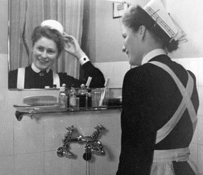 Lächeln vor dem Spiegel