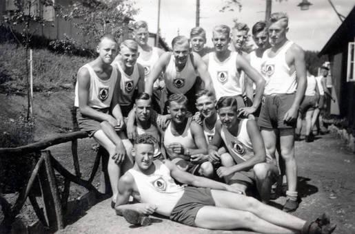 RAD-Männer in Sportkleidung