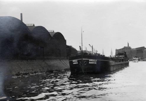 Schiff am Hafen