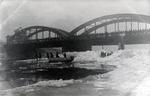 Schnee & Eis unter der Brücke