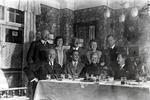 Gruppenfoto am Tisch