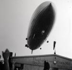 Zeppelin über dem Flughafen