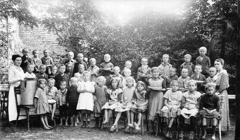 Duisburg, essen, Kindheit, sitzen, Stuhl, teller