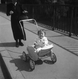 Spaß beim Kinderwagenfahren
