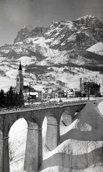 Basilika, brücke, Cortina d'Ampezzo, Cortina d'Ampezzo, Dolomiten, Dolomitenbahn, haus, kirche, schnee, Sorapiss, Viadukt
