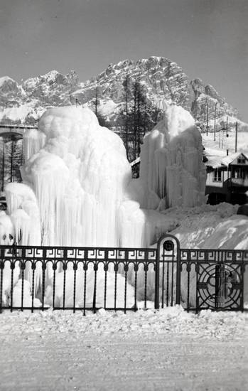 Brunnen, Eis, gefroren, gefrorener Springbrunnen, schnee, Springbrunnen