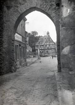 Tor in Rhens