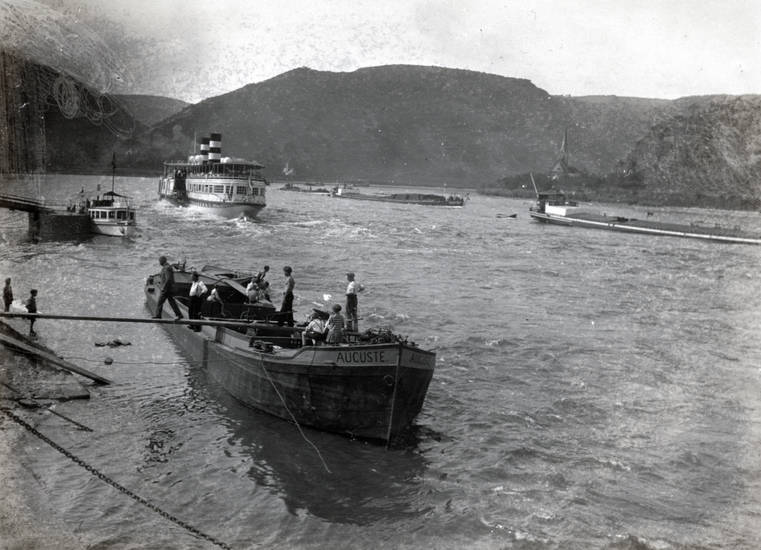 auguste, Binnenschiff, boot, Boppard, Frachtkahn, Planke, Rhein, schiff, schubkarre, Steg, Ufer