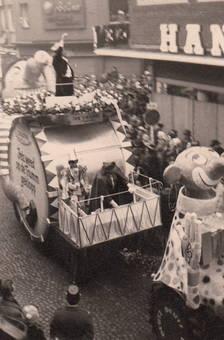 Rosenmontagszug in Köln 1959