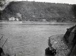 Autowrack am Rheinufer