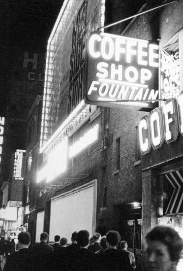 coffee, coffee shop fountain, coffeee shop, filmplakat, kaffee, Leuchtreklame, new york, New York City, plakat, Poster, reise, Reklame, Schild, schrift, schriftzug, urlaub, Urlaubsreise, usa, Vereinigte Staaten, west side story