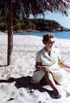 Im Sand sitzen