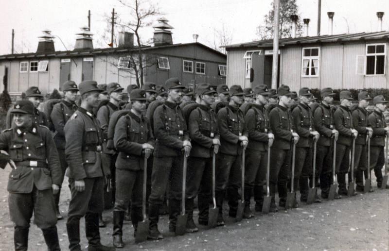 exerzieren, mütze, NS, rad, RAD-Mann, Reichsarbeitsdienst, schaufel, spaten, Tornister, Uniform