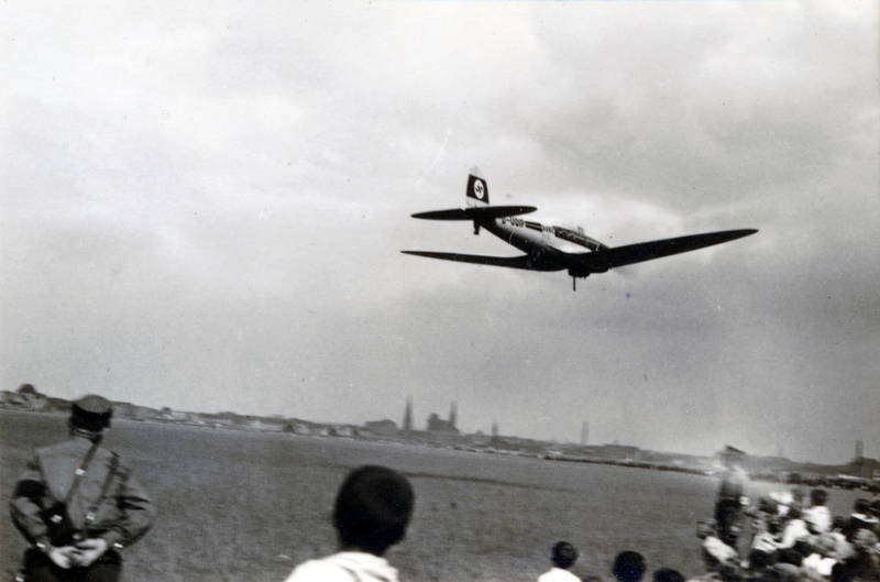 flieger, flugzeug, hakenkreuz, Heinkel He 70 Blitz, Nationalsozialismus, NS, NS-Regime, Rabe, Uniform