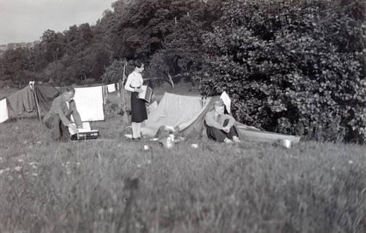 Vor dem Zelt