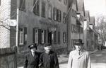 Vor dem Deutschen Hof
