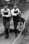 RAD-Männer mit Gitarre