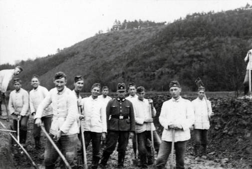 RAD-Gruppenfoto bei der Arbeit