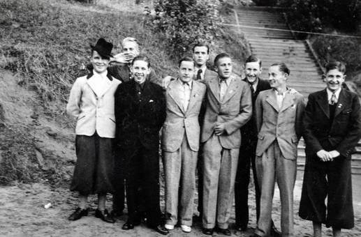 Gruppenfoto vor der Treppe