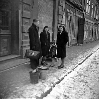 Verschneiter Fußweg