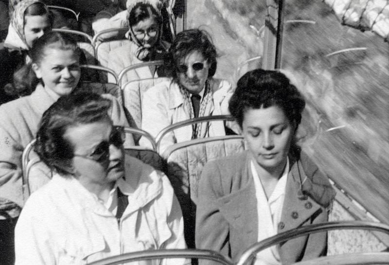 bussitz, mantel, sitz, sitzen, sonnenbrille