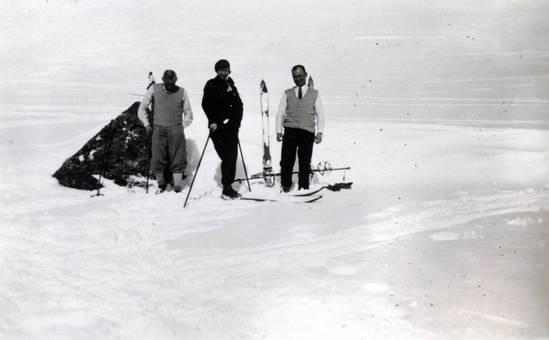 Im Schnee mit Skiern