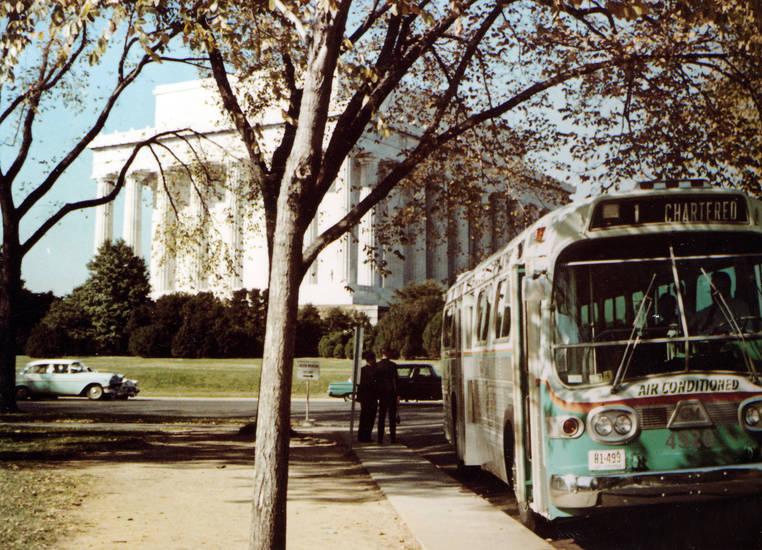 Abraham Lincoln, air conditioned, aufschrift, auto, bus, chartered, KFZ, Lincoln Memorial, memorial, PKW, reise, Säule, Schild, schrift, urlaub, Urlaubsreise, US-Präsident, usa, Vereinigte Staaten, washington dc