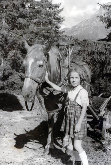 Bergell, Kindheit, Pferd, rock, streicheln