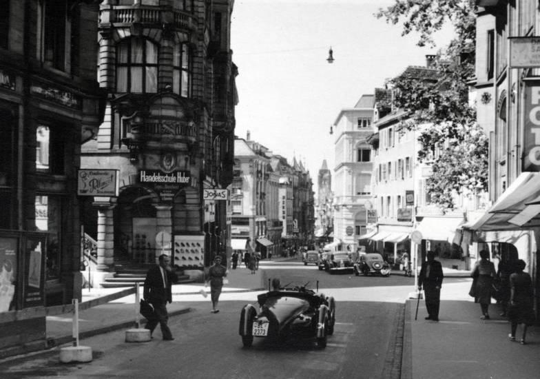 auto, Einkaufsstraße, Foto, Fotogeschäft, handelsschule, Handelsschule Huber, KFZ, PKW, straße