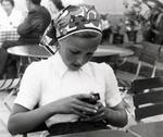 Kind mit Belichtungsmesser