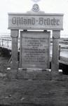 Schild zur Ostland-Brücke