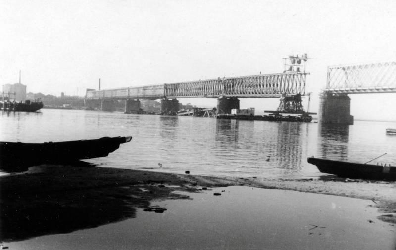 Bau, Baustelle, boot, brücke, Dnepr, Eisenbahn-Kriegsbrücke, zweiter weltkrieg